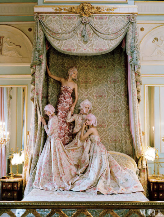 modelle in Valentino foto Tim Walker per Vogue US Aprile 2012