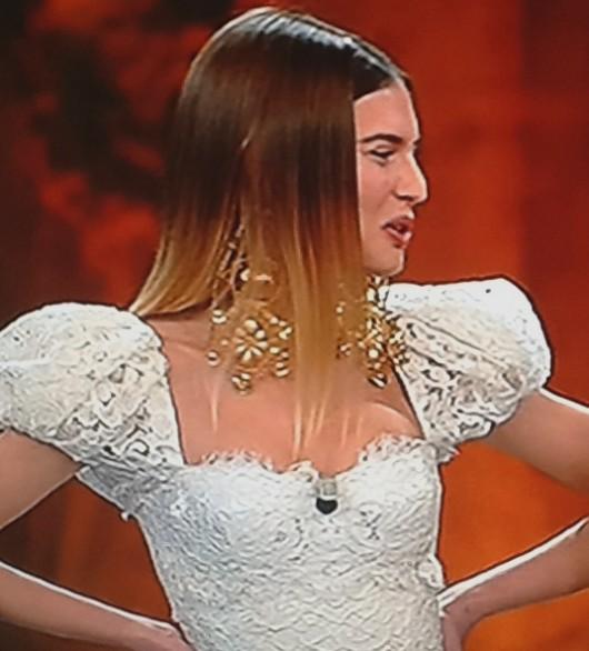 Bianca Balti in abito bianco Dolce & Gabbana a Sanremo 2013