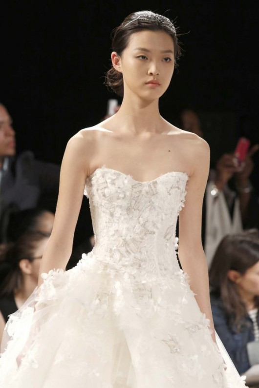 Monique Lhuillier Spring 2014  foto weddingbells.com