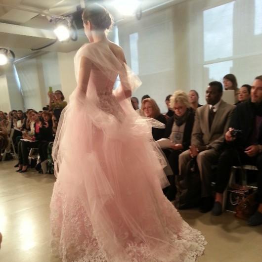 abito da sposa rosa Oscar de la Renta Spring 2014 foto nytimesfashion on Instagram