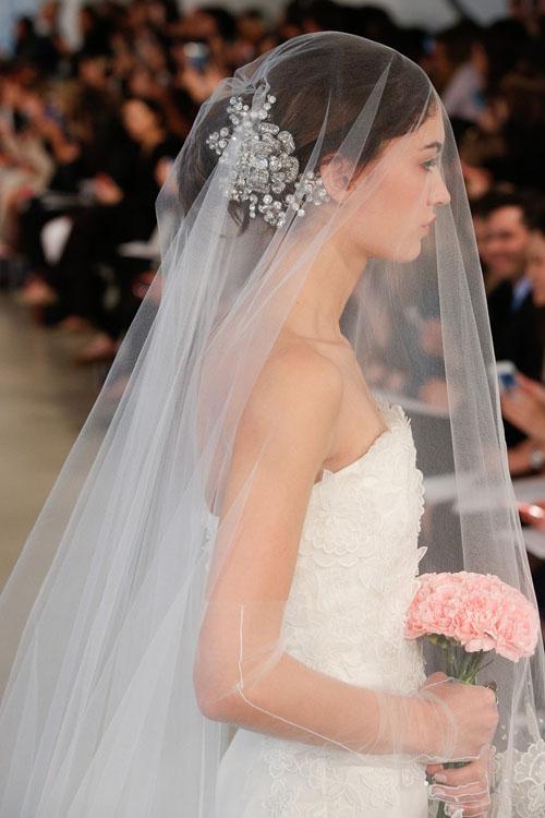 abito da sposa Oscar de la Renta Spring 2014 foto tomandlorenzo.com