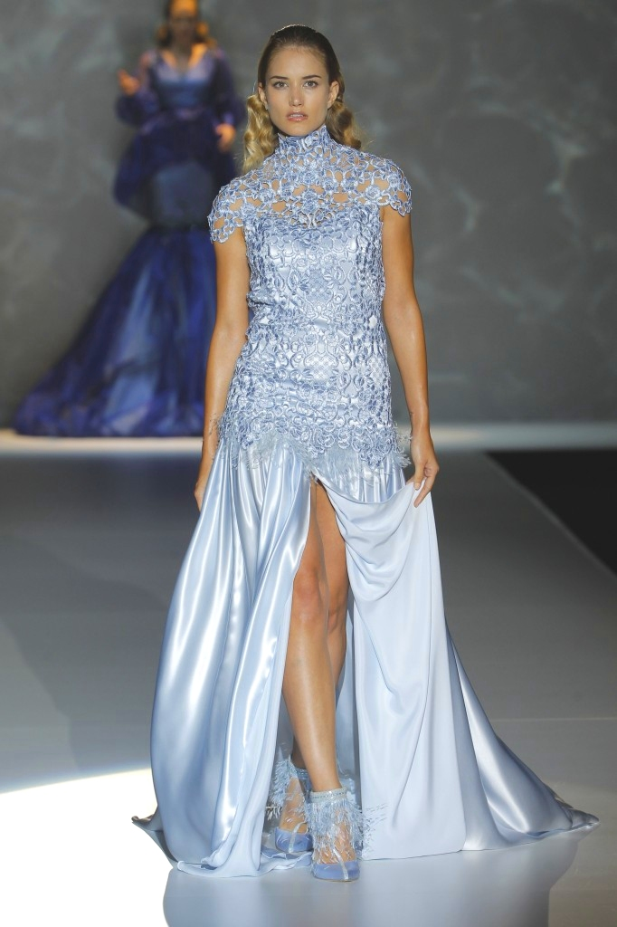 abito da sposa azzurro Isabel Zapardiez 2015
