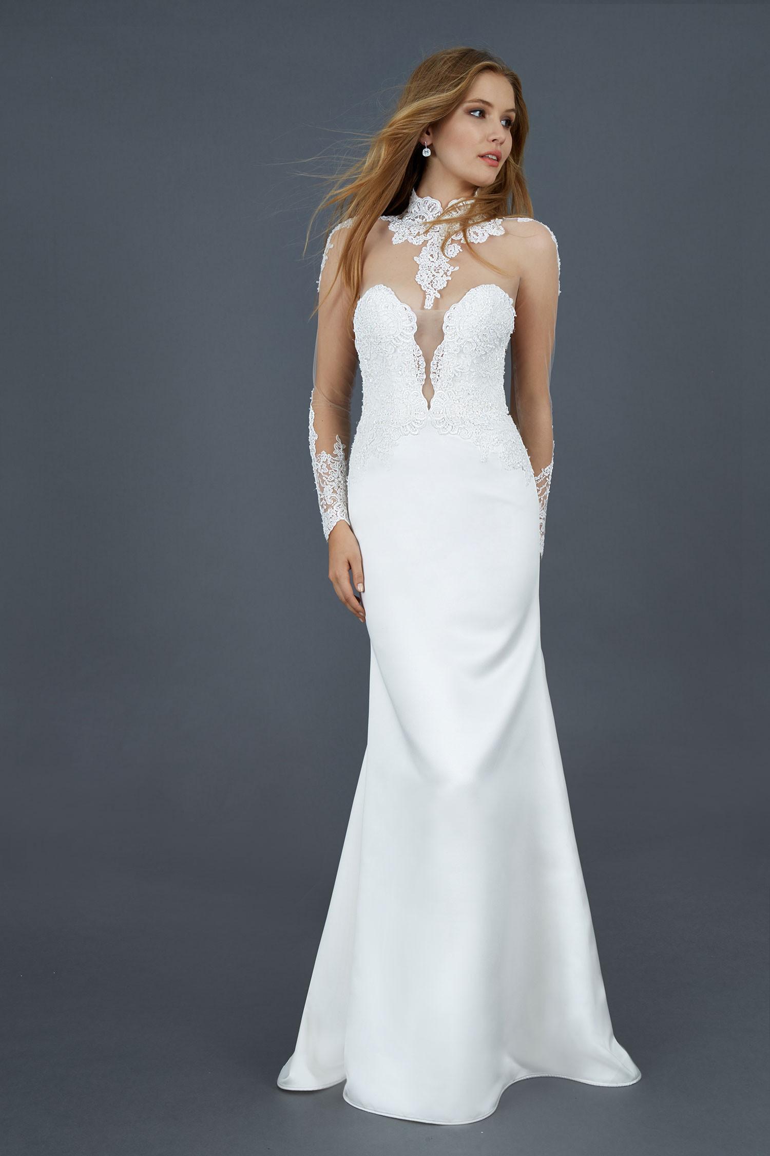 ... abiti da sposa con scollatura e schiena velata in tulle arricchito da