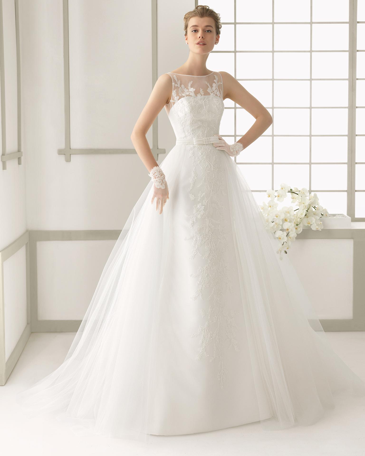 9fba5f4fe85 Dai modelli scivolati e minimal passiamo agli abiti da sposa ...