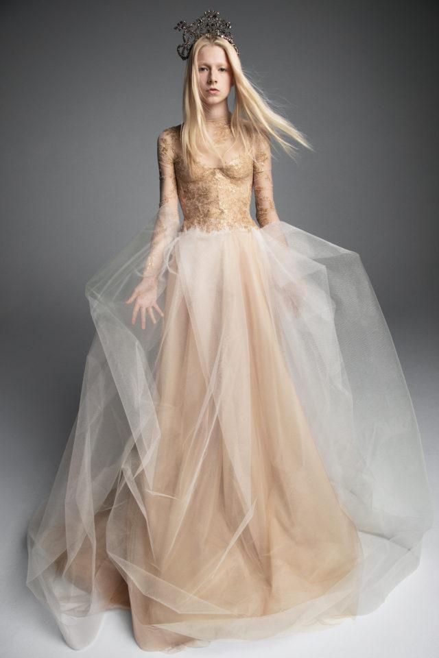53a111fde6 collezione sposa Vera Wang Fall 2019 all'insegna della regalità