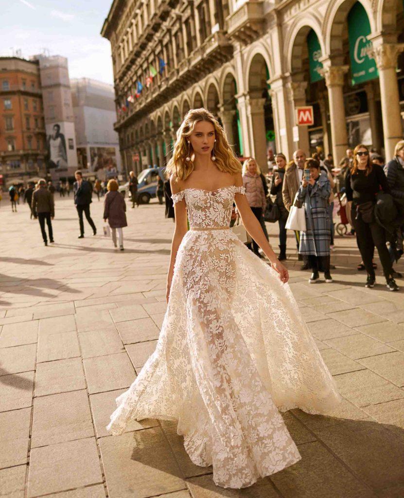 Abiti Da Sposa Berta.Stravagante E Glam La Collezione Sposa Berta Spring 2020 Milano