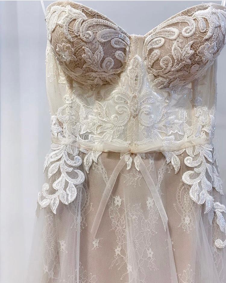 Muse di Berta Fall 2021 Vista Mare abito da sposa ricamato