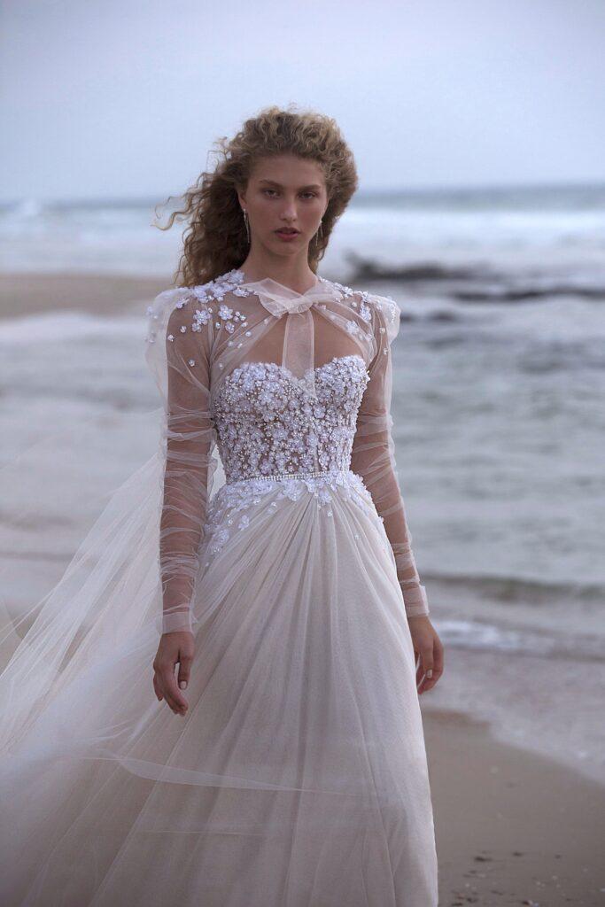abito da sposa con mantella in tulle Muse Berta 2021