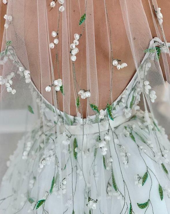 abito da sposa con ricami floreali Monique Lhuillier Fall 2021