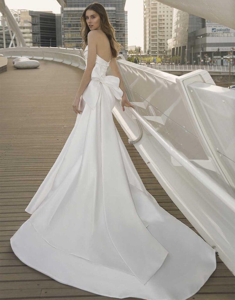 abito da sposa Pnina Tornai in mikado prezzo sotto 3.000 dollari