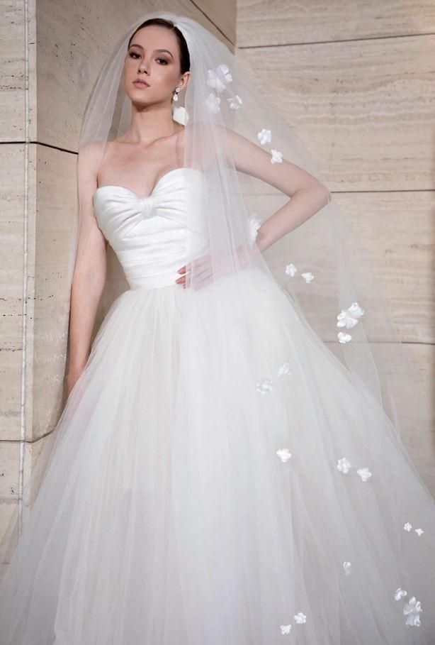 velo da sposa Elie Saab con applicazioni floreali