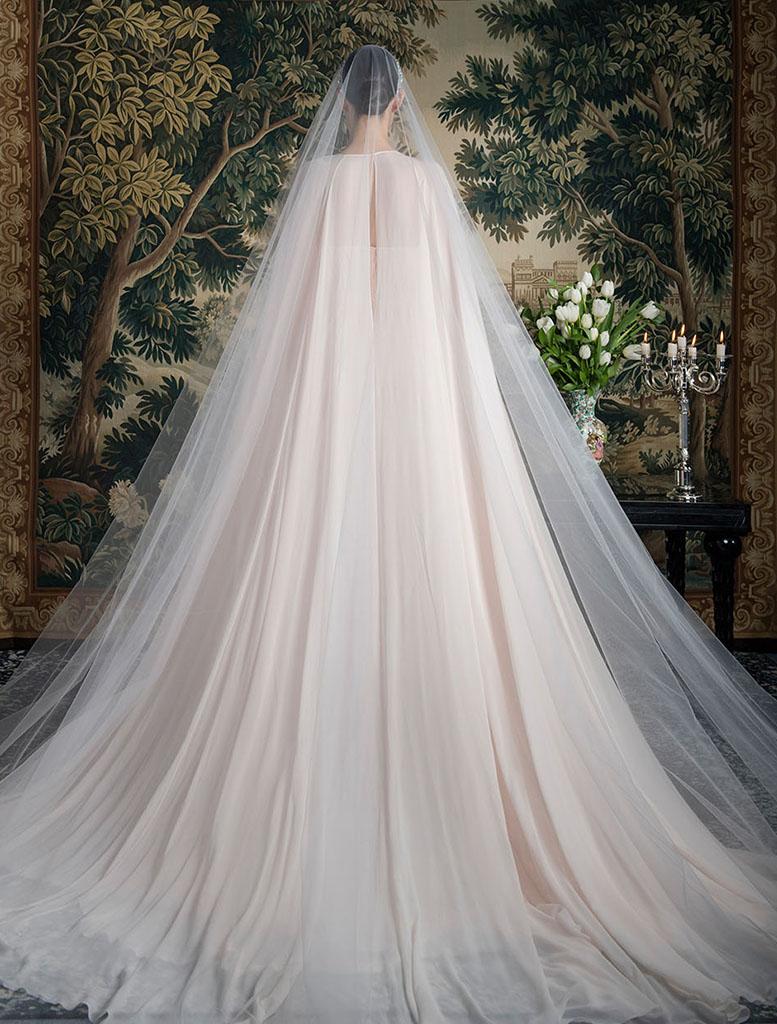 abito da sposa con mantella Georges Hobeika Spring 2022