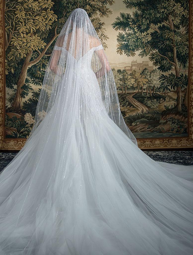 abito e velo da sposa ricamato Georges Hobeika Spring 2022