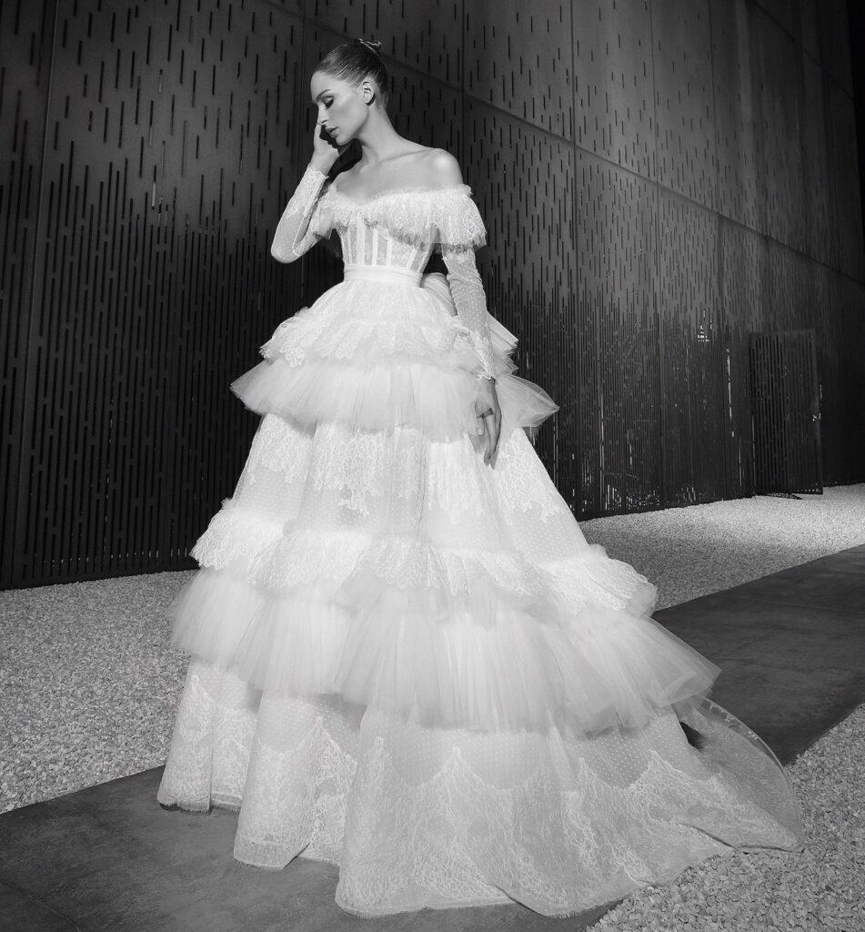 abito da sposa in tulle a balze Zuhair Murad Spring 2022
