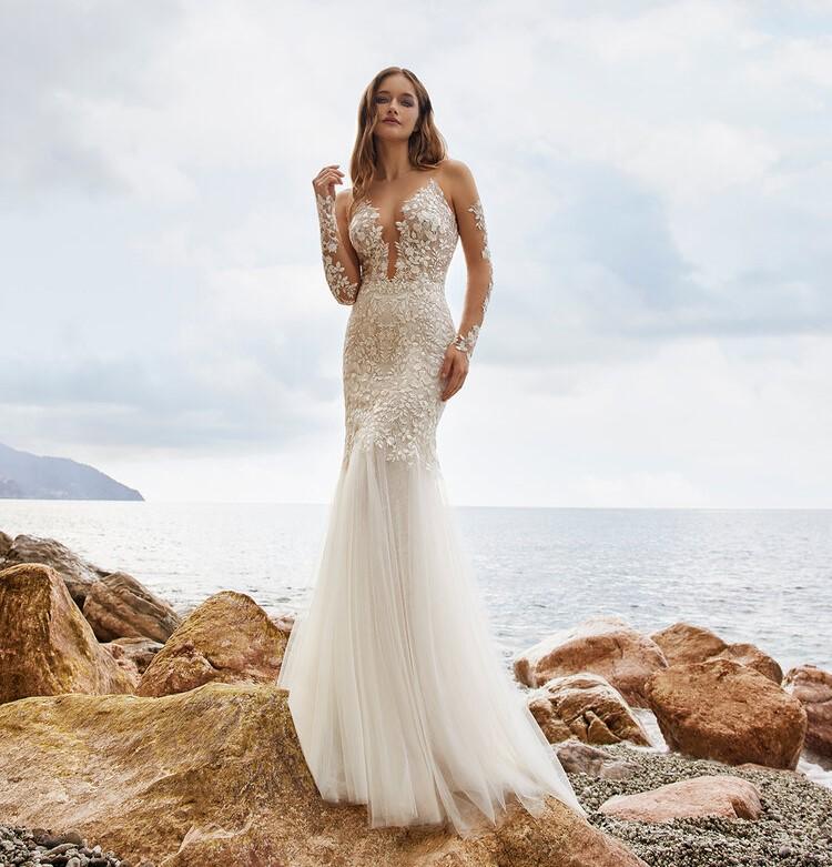 abito da sposa velato ricamato Ines di Ines di Santo Spring 2022 Enya