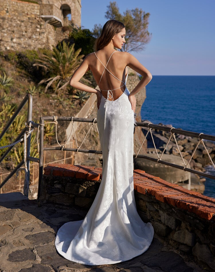 abito da sposa con spalline sottili Ines di Ines di Santo Spring 2022 Kore