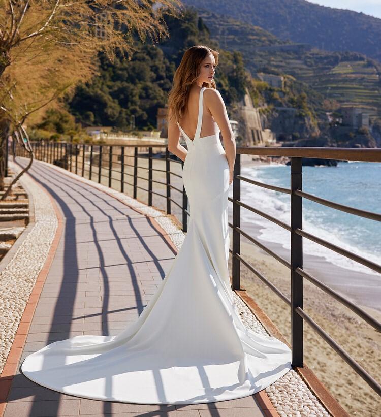 abito da sposa con spalline incrociate Ines di Ines di Santo Spring 2022 Lucy