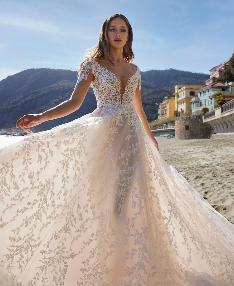abito da sposa velato ricamato Ines di Ines di Santo Spring 2022 Mirri