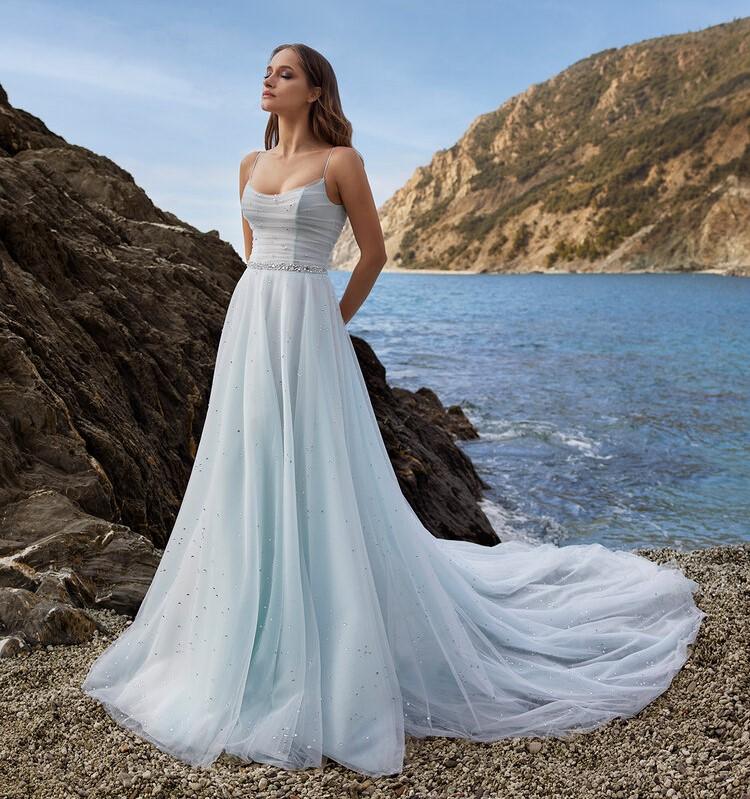 abito da sposa azzurro Ines di Ines di Santo Spring 2022 Seraphina