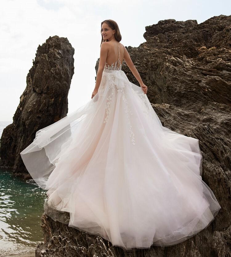 abito da sposa da principessa Ines di Ines di Santo Spring 2022 Souzan