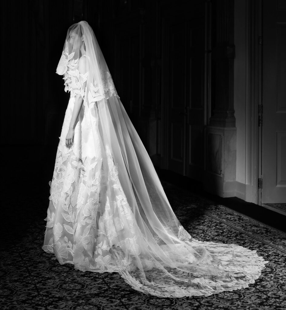 velo da sposa con fiori in organza Viktor and Rolf Mariage_Spring 2022