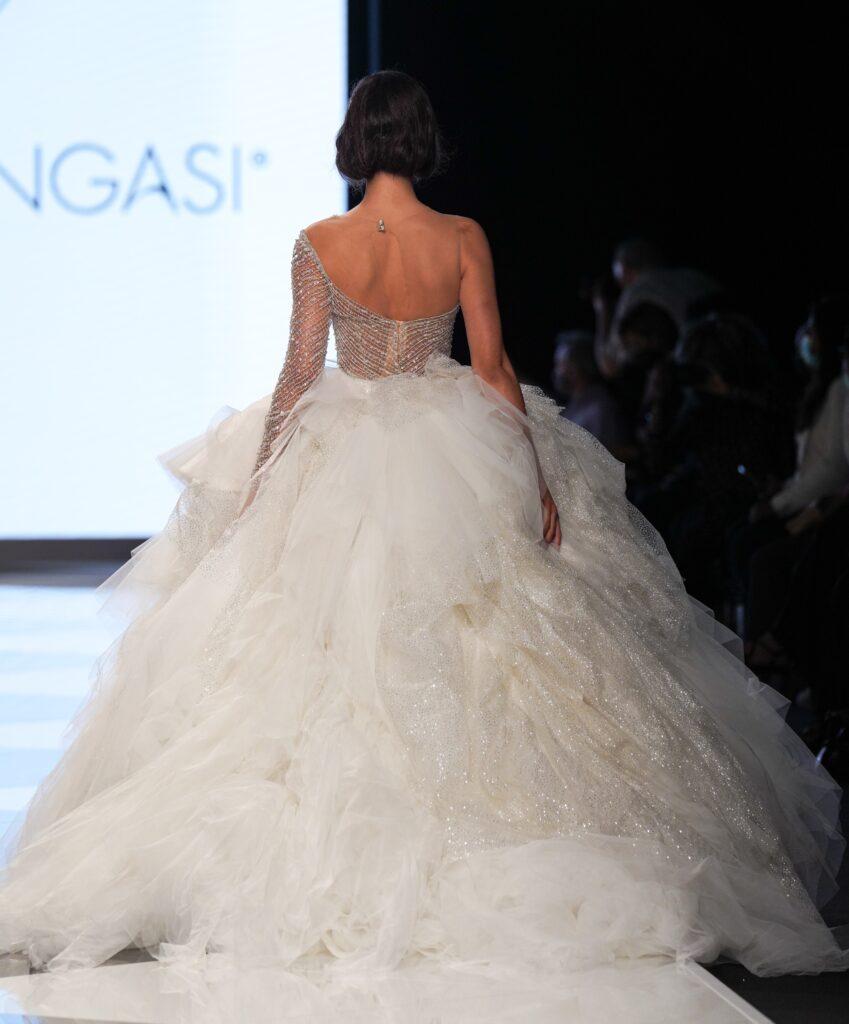 abito da sposa con cristalli Emiliano Bengasi 2022