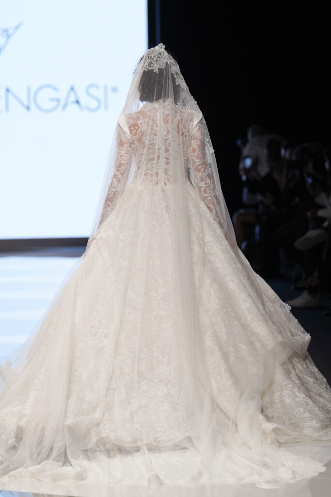 abito da sposa stile Grace Kelly Emiliano Bengasi 2022